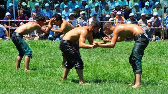 yunus-emre-belediyesi-yuntdagi-geleneksel-yagli-gures-festivali-663