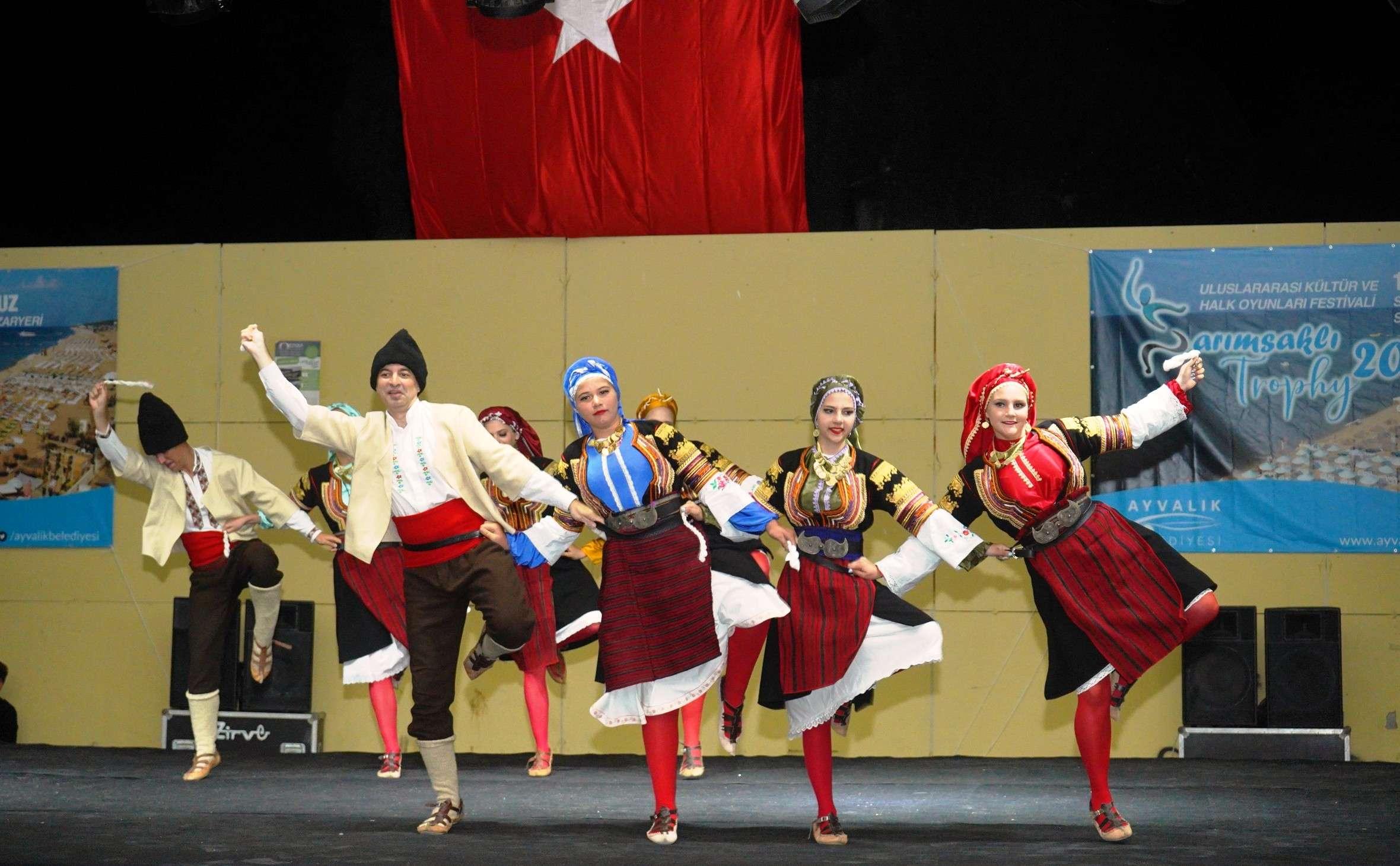 trophy-2021-uluslararasi-kultur-ve-halk-oyunlari-festivali-1999